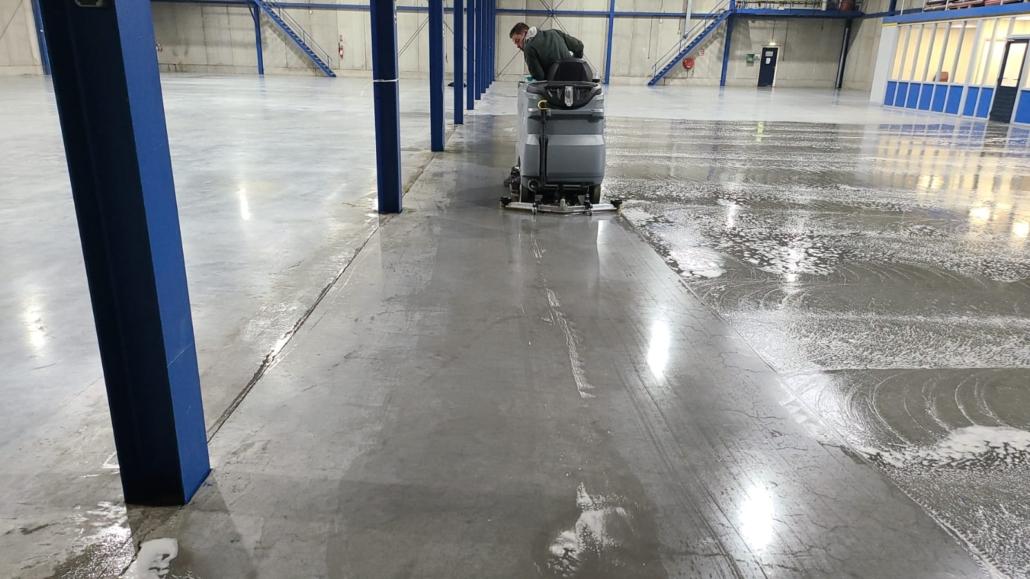 betonvloer reinigen